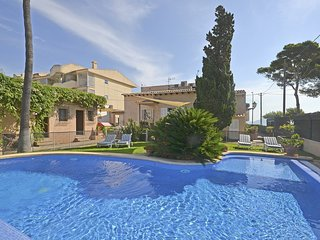 XATA, house in first line of the sea with private swimmingpool in Pto. POLLENSA