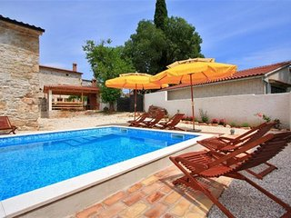 Villa Laura Barban for 18 people with private pool, perfect choice for families
