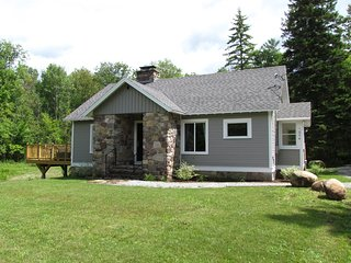 Graystone Cottage ~~ Hot Tub, Gas Fireplace, 2 Minutes to Whiteface Mountain!!