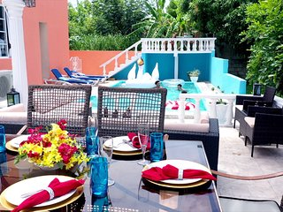 Family Fun! Game Lounge, Pool, Beach,Karaoke Bar, Spa, Kayak, Gym, Chef &Butler