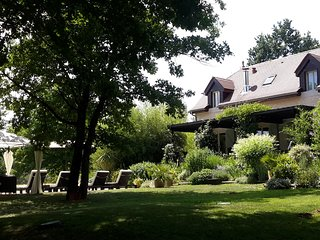 Luxury French Country Cottage Close to Lively Village on Lot Dordogne Border