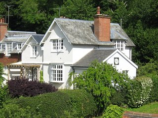 BEAUTIFUL COTTAGE IN THE SURREY HILLS Surrey UK