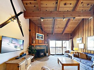 Exceptional Condo w/ Pool, Hot Tub & Private Balcony - Walk to Canyon Lodge