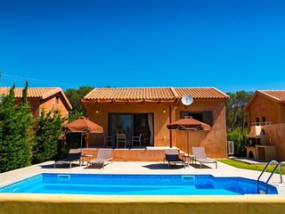 2 bedroom Villa with Air Con, WiFi and Walk to Beach & Shops - 5810819