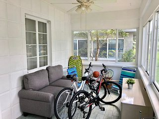 ★Bike to the Beach! Charming Hollywood Home ★