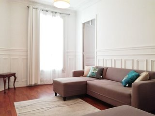 2 Bedroom Apt, Hip & Central Paris, Montmartre-Opera, 3 mns from Gare du Nord.
