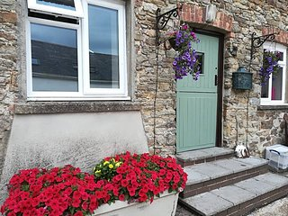 Completely self-contained peaceful and private country apartment. Garden/patio