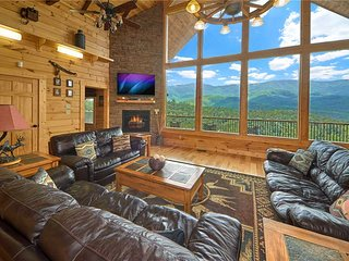 Star Dancer Private Luxury Amazing Mtn View, Hot Tub, Theater, Arcade, PRIVATE!