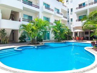 Pool View Condo w/ 2 Balconies the ♥ of Playa