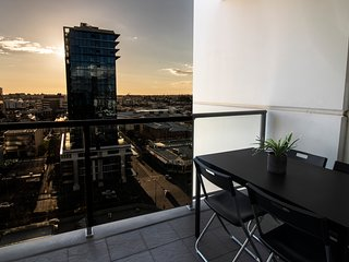 City Rest with views - up high sleeps 4 + parking