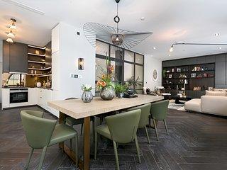 Berwick Street I, amazing 3br apartment by LOVELYDAYS