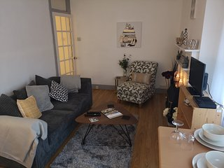 3 bed apartment hythe high street