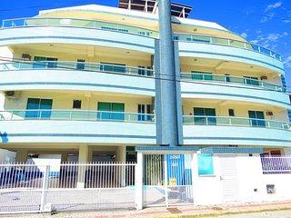 Cod 052 Apartamento com 2 dormitorios na Praia de Bombinhas! 052