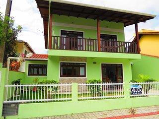 Cod 053 Casa para 10 pessoas com 4 vagas de garagem 053