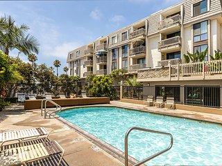 Bargain Condo at  Beach Resort Heated Pool
