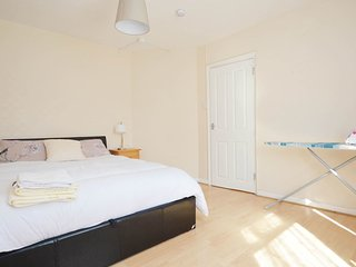 4 Bed House Heathway station