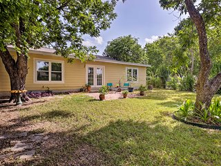 San Antonio Home w/ Yard ~8 Mi to Downtown!