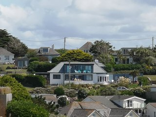 Large house sleeps 18/20 ,Sea Views,400m from Mawgan Porth beach.