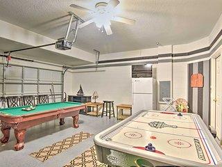 Villa w/Game Room & Pool, 9 miles to Disney!