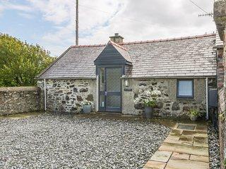 TY WOMS, stone-built, single-storey, pet welcome, romantic retreat, Abersoch
