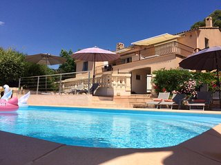 Luxury Villa, private pool, magnificent views, 2 gyms, 5 double bedrms-en-suite
