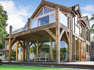 Old Oak House, Burnett, Cotswolds - Sleeps 10+2, hot tub, Burnett, Cotswolds