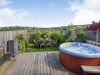 Meadow View, Avon Farm Estate, Hot Tub - Sleeps 4+2, Saltford, hot tub, dog frie