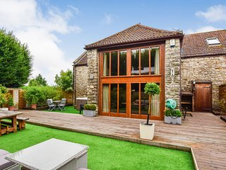 Tythe Barn, Avon Farm Estate, Hot Tub - Sleeps 8+2 hot tub, Saltford, Cotswolds
