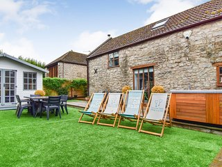Stable Cottage, Avon Farm Estate, Hot Tub - Sleeps 4+2, Saltford, hot tub, dog f