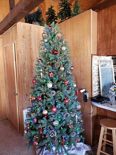 Christmas tree in the cabin zgreat room