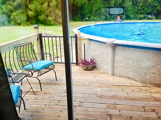Purple Pool House, sleeps 6, private pool, jacuzzi tub, fire pit, pets OK