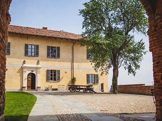 Moscato Bianco Apartment - Accommodation with pool in Vaglio Serra, Piemonte