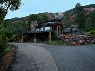 Luxury Home on 8 Acres - 9 Min. to Durango - Hot Tub/Fire Pit - Awesome Views