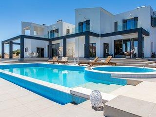 New Luxury Villa★Prive POOL & JACUZZI★BBQ Bar★SeaView★5 bedrooms★12 people