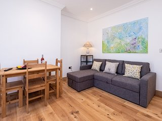 Three Tuns Apartments - Birch