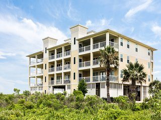Bayview condo close to the beach w/ shared pool, hot tub, & resort amenities!