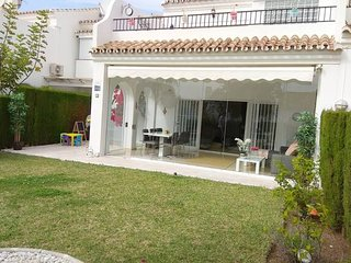 Spacious house with private garden-golf beach IR71