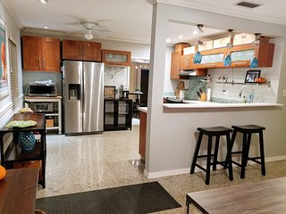 3/3 Pet friendly & Perfectly located Pool Home w  Cabana, Bar, TVs. Stocked!