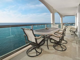 Luxury Penthouse with Incredible Ocean View and Sunsets!  (ECPHCN)