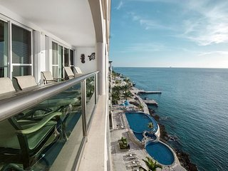 Luxury Penthouse with Incredible Ocean View and Sunsets! - Cantil PHCN