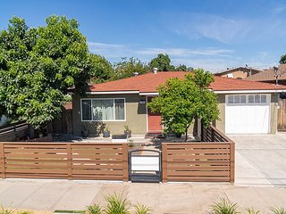 Adorable Kid-Friendly Home close to Disneyland!