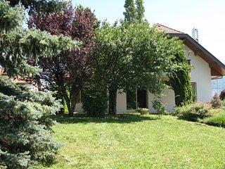 Grande Maison Lumineuse 3 chambres proche centre ville d'Annecy 1km du Lac