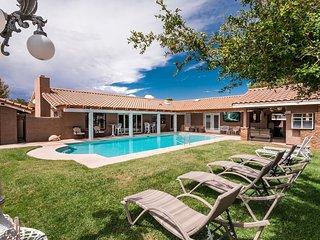 Modern Luxurious Las Vegas Home w/ Sparkling POOL