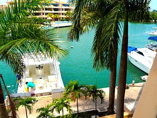 Beautiful Condo on the Marina, 5mn walking from the beach