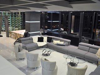 Paradise 18 bedroom Parque Lleras Deluxe Apt
