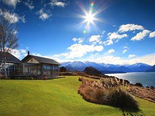 Whare Kea- Luxury Lakeside Villa