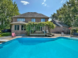 Simply Comfort. Gorgeous Victoria Villa with Piano near Niagara