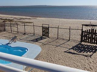 Villa 4 personnes(piscine privée) sur la plage de la presqu'ile touchant majunga