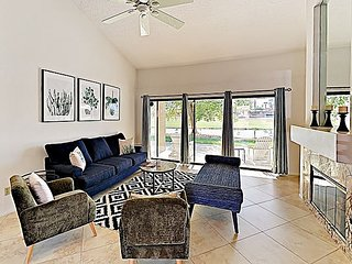 Elegant Palm Desert Resort Condo w/ Mounatin Views, Pool, Spa & Tennis