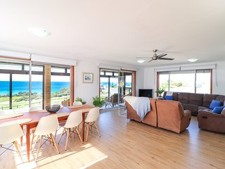 Ripples by the Sea - a great family home opp. beach with pool and wifi